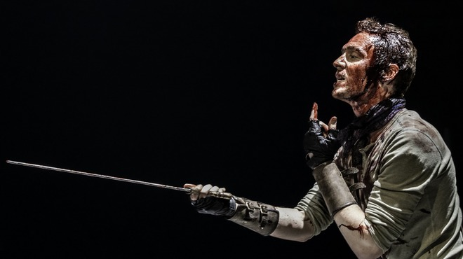 First Look At Tom Hiddleston In CORIOLANUS