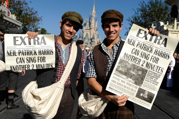 Photo Flash: Neil Patrick Harris Unites with NEWSIES Cast for Disney Parks Christmas Day Parade