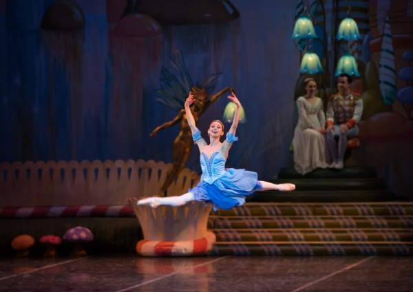 BWW Reviews: The Colorado Ballet Shines with Their 53rd Annual Production of THE NUTCRACKER