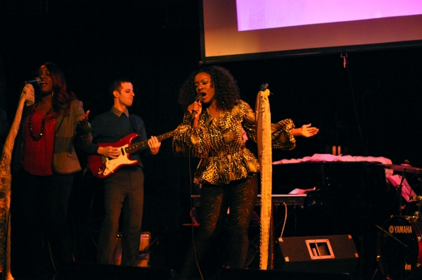 Saycon Sengbloh & David Rosenthal on guitar