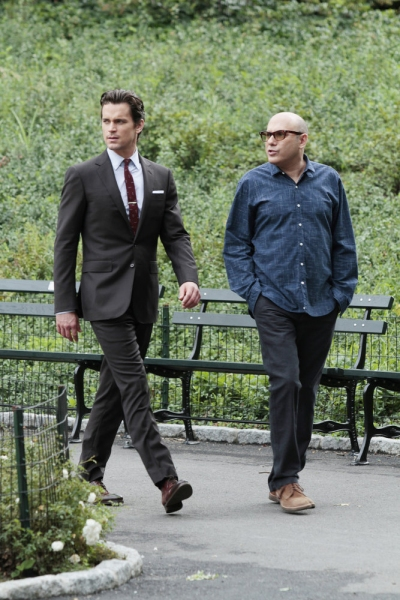 Matt Bomer as Neal Caffrey, Willie Garson as Mozzie