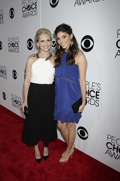 Sarah Michelle Gellar and Amanda Setton on the Red Carpet during The PEOPLE''S CHOICE AWARDS, the only major awards show where fans determine the nominees and winners across categories of movies, music and television, will air live from the Nokia Theatre