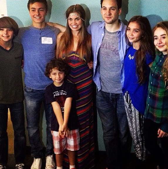 FIRST LOOK - GIRL MEETS WORLD Shares New Cast Photo!