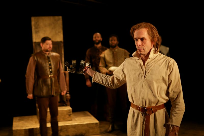 BWW Reviews: Seattle Shakes RICHARD II Lacks Highs and Lows