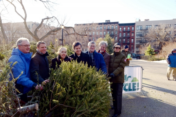Photo Flash: Record-Breaking Number of Christmas Trees Recycled at MulchFest 2014