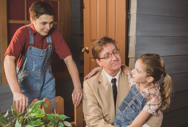 Gunnar Johnson as Jem, Jim Rogers as Atticus Finch, Liberty Evans-Agnew as Scout