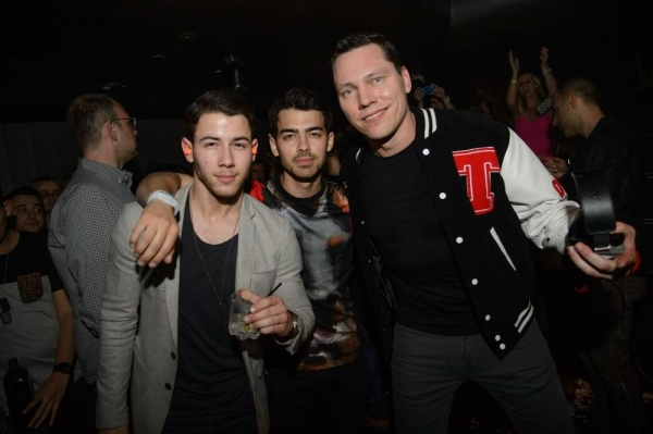 Nick Jonas, Joe Jonas, Tiesto Photo