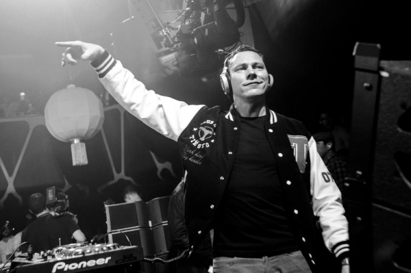 Photo Flash: Tiesto Celebrates Birthday at Hakkasan with Nick & Joe Jonas