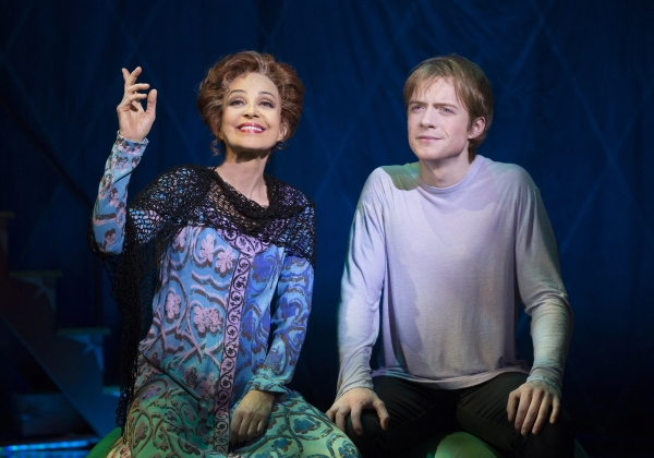 Photo Flash First Look At Annie Potts In Pippin On Broadway