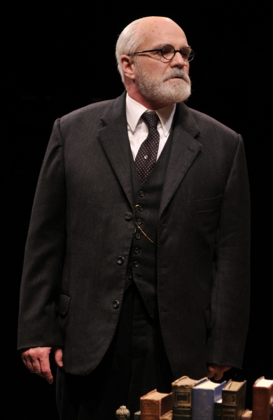 BWW Reviews: Alley Theatre's FREUD'S LAST SESSION is Stimulating and Absorbing