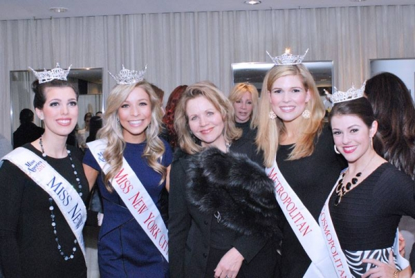 Radiant Sing for Hope board member and ''People''s Diva'' Ren�'©e Fleming joins newly crowned Miss New York Amanda Mason, Miss New York City Kira Kazantsev, Miss Metropolitan Julia Rae, and Miss Cosmopolitan Christina Moore to celebrate The Sing for Hope