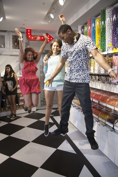 Jayne Avaunt, Empress and Theo Banks Dance to �Hood of Mine� at Sugar Factory in Hollywood