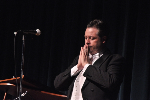 Photo Coverage: Anthony Kearns Gives Benefit Concert for Oasis