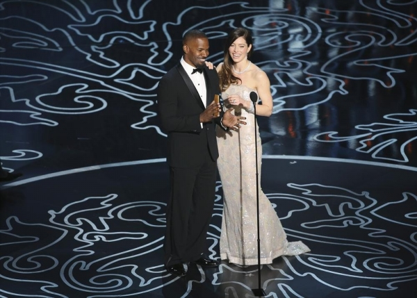 Photo Flash: OSCAR Highlights - Idina Sings, Blanchett Wins & Stars Dine on Pizza!