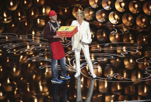 OSCAR Pizza Delivery Man Earns Mega-Tip from Star-Studded Audience!