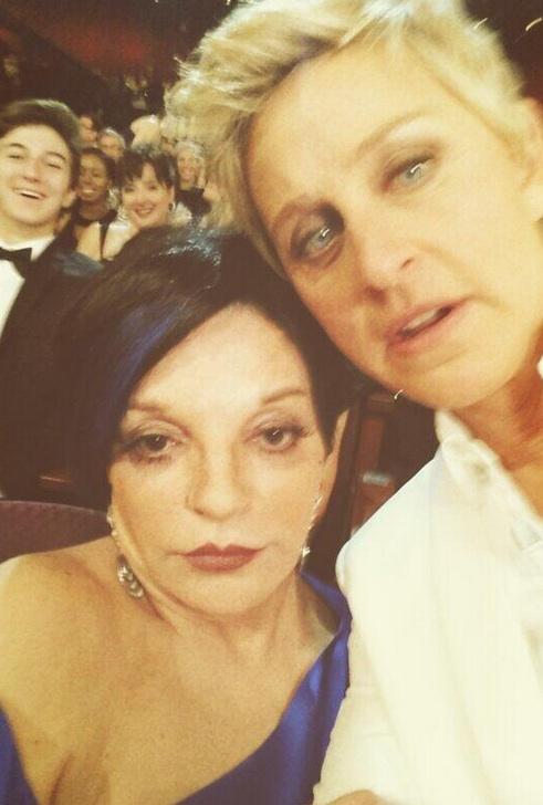 Liza Minnelli Box'd Out of All-Star OSCAR Selfie!