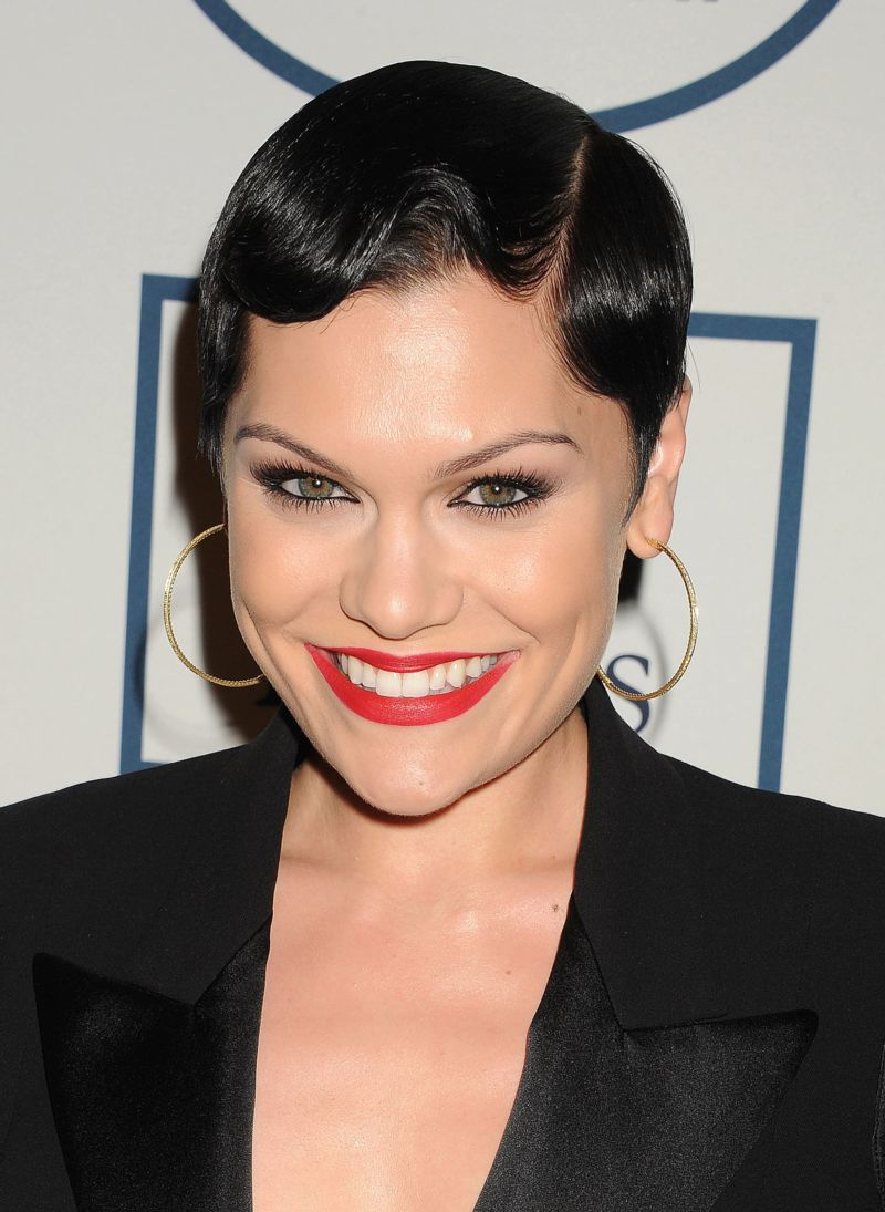 Jessie J Performs 'On My Own' From LES MISERABLES & Reveals Passion For Musicals