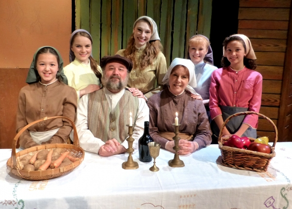 Tevye, Golde and their five daughters. (from left: Fiona Okida, Carly Linehan, Bradley Miller, Kelsey Nisbett, Susie McCarthy, Jessica D. Stone, Gabrielle Olivas)