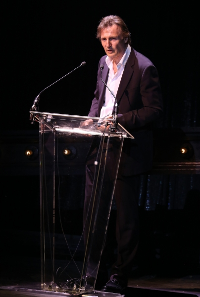 Photo Coverage: Bernadette Peters, Liam Neeson, & Alan Cumming & More Salute Sam Mendes at Roundabout Gala!