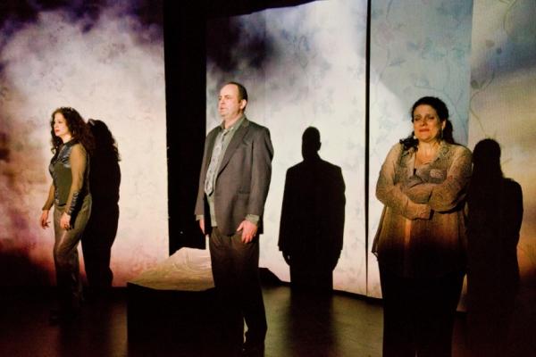 Vera Beren (as Leeann), Michael Tomlinson (as Remi) and Catherine Porter (as Lori) Photo