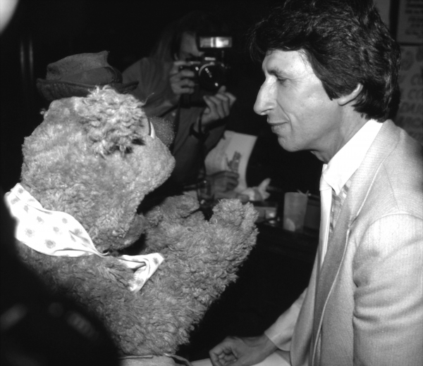 Fozzie Bear and David Brenner in New York City 1986