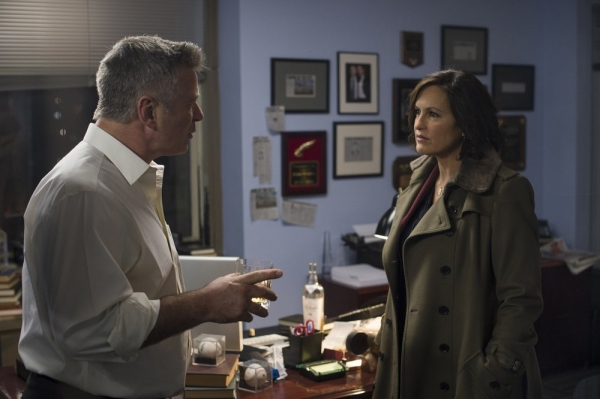 LAW & ORDER: SPECIAL VICTIMS UNIT -- ''Criminal Stories'' Episode 1518 -- Pictured: (l-r) Alec Baldwin as Jimmy MacArthur, Mariska Hargitay as Sgt. Olivia Benson -- (Photo by: Michael Parmelee/NBC)