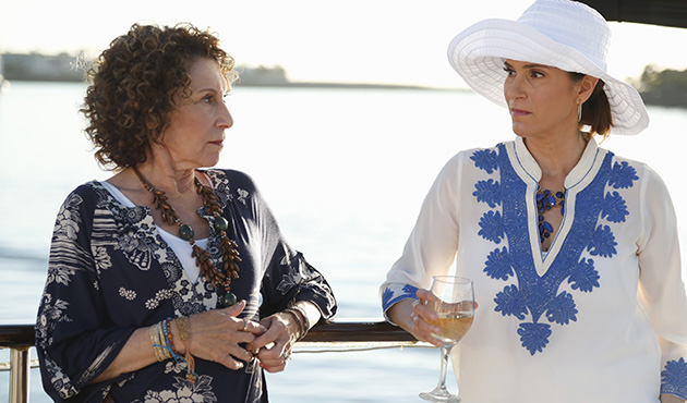 First Look - Rhea Perlman Guests on ABC's THE NEIGHBORS, 3/21