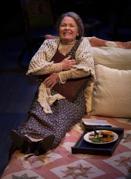 Mama Mizner (Anne Gunn)