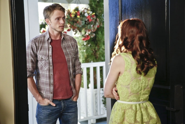 Hart of Dixie -- ''A Good Run of Bad Luck'' -- Image Number: HA317a_0393b.jpg -- Pictured (L-R): Wilson Bethel as Wade and Lauren Bittner as Vivian -- Photo: Greg Gayne/The CW -- © 2014 The CW Network, LLC. All rights reserved.