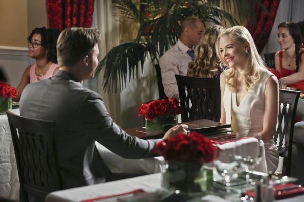 Hart of Dixie -- ''A Good Run of Bad Luck'' -- Image Number: HA317b_0046b.jpg -- Pictured (L-R): Scott Porter as George and Jaime King as Lemon -- Photo: Mike Yarish/The CW -- © 2014 The CW Network, LLC. All rights reserved.