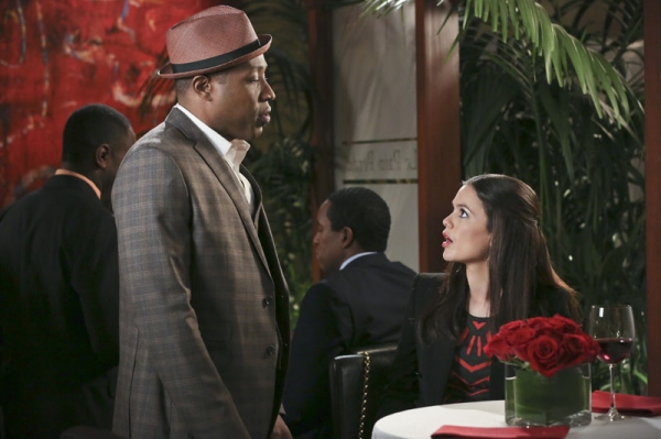 Hart of Dixie -- ''A Good Run of Bad Luck'' -- Image Number: HA317b_0273b.jpg -- Pictured (L-R): Cress Williams as Lavon and Rachel Bilson as Dr. Zoe Hart -- Photo: Mike Yarish/The CW -- © 2014 The CW Network, LLC. All rights reserved.
