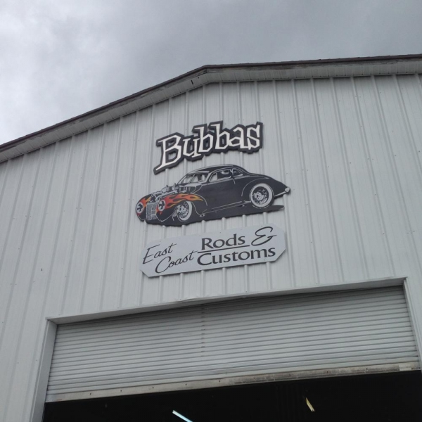 Photo Flash: Bubba's East Coast Rods Welcomes Burt Reynolds