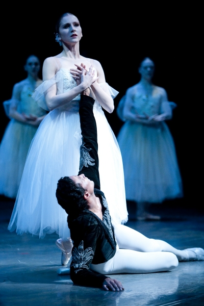 Photo Flash: First Look at Pacific Northwest Ballet's GISELLE