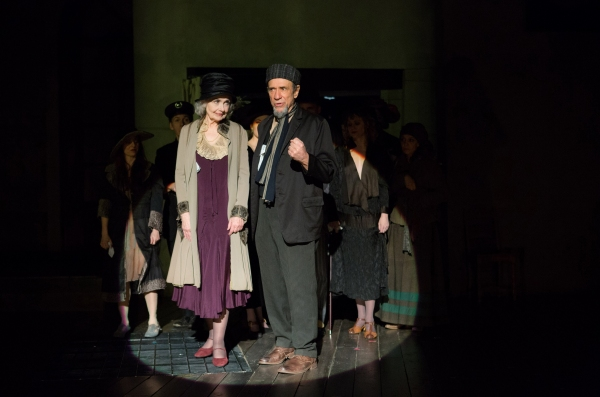 BWW Reviews:  Clarke's THE THREEPENNY OPERA Stays Too Perpendicular