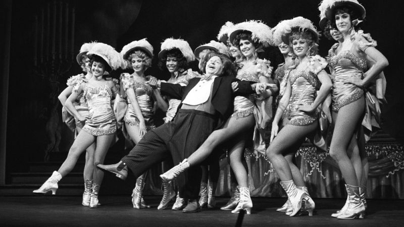 THEATRICAL THROWBACK THURSDAY: Mickey Rooney Sweetens SUGAR BABIES & Jokes With Judy