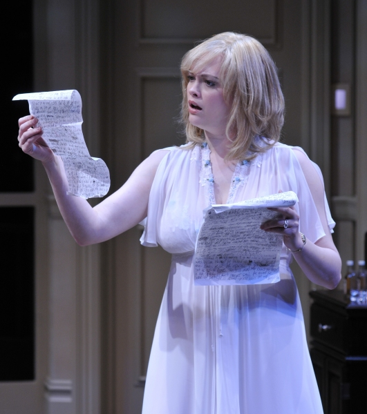 BWW Reviews: Alley Theatre's COMMUNICATING DOORS is Mildly Suspenseful and Wholly Interesting