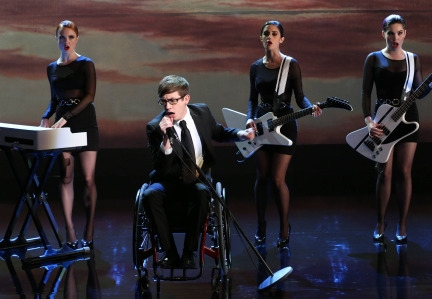 "GLEE: Artie (Kevin McHale, C) performs in the ""Tested"" episode of GLEE airing Tuesday, April 15 (8:00-9:00 PM ET/PT) on FOX. ©2014 Fox Broadcasting Co. CR: Mike Yarish/FOX"