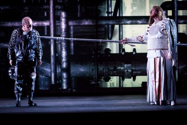 Christopher Purves as Alberich & Iain Paterson as Wotan. Photo