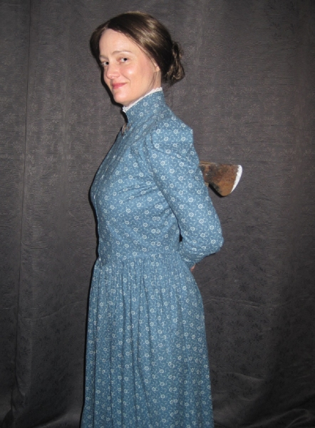 Carolyn Crotty as Miss Lizzie narrates the play