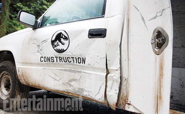 Photo Flash: First Images from Sci-fi Thriller JURASSIC WORLD Revealed