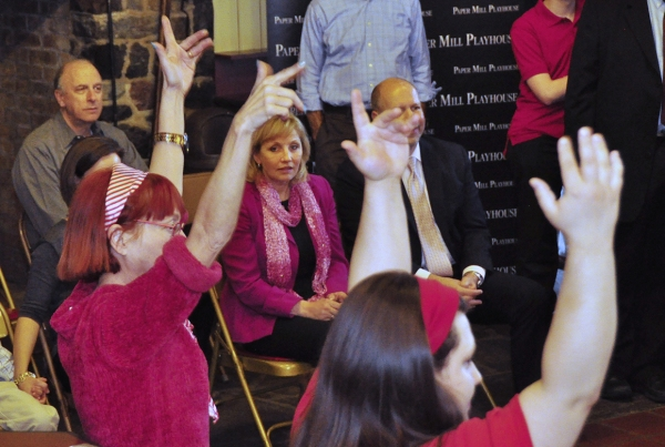 Photo Flash: Lt. Governor Kim Guadagno Visits Paper Mill's Theatre for Everyone Performance