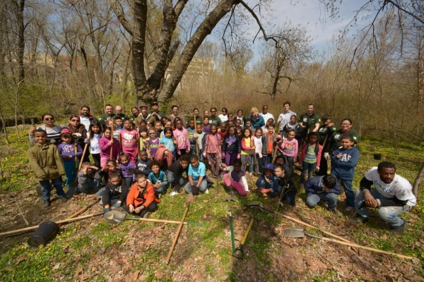 Photo Flash: NYC Parks, Bronx River Alliance and Local Students Plant Trees on Arbor Day