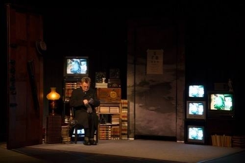 BWW Reviews: Mikhail Baryshnikov Ignites MAN IN A CASE at The Broad Stage
