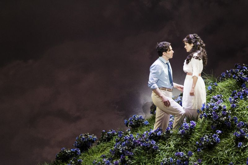 BWW Reviews: 5th Ave's A ROOM WITH A VIEW Searches for Identity