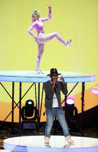 Grande, Rihanna & More at iHEART RADIO MUSIC AWARDS; Full Winner's List & Photo Highlights!
