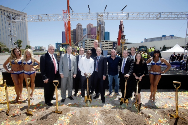 Clark County Commissioner Steve Sisolak, MGM Resorts International Chairman and CEO Jim Murren, Golden Boy Promotions CEO Richard Schaefer, WBC welterweight champion Floyd Mayweather Jr., sportscasters Bill Walton and Jim Gray, UFC President Dana White, P