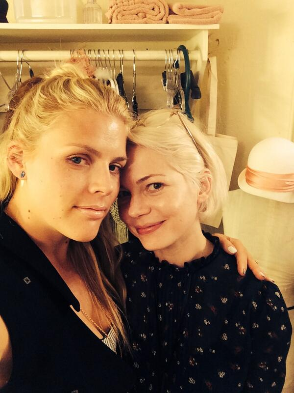 Photo Flash: Busy Phillipps Visits 'Dawson's Creek' Co-Star Michelle Williams at Broadway's CABARET