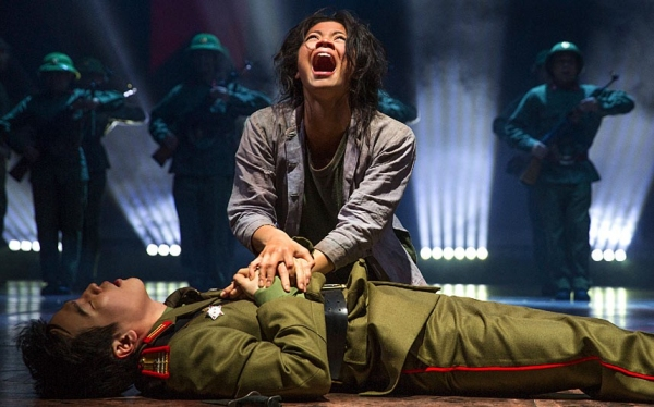 Eva Noblezada, Kwang Ho Hong (Photo: Matthew Murphy)