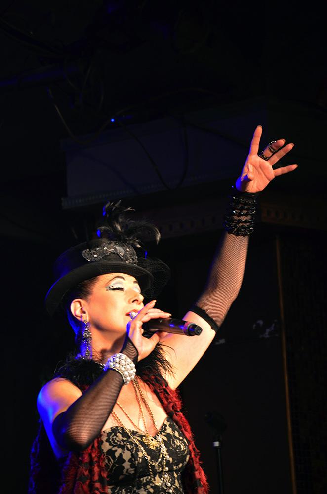BWW Reviews: The Quintessential Modern Vaudeville - CLOCKWORK FOLLIES at Rockwell