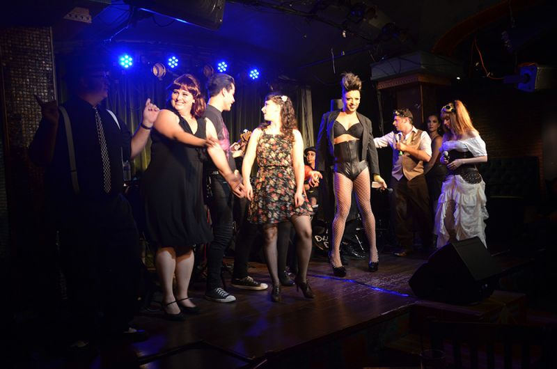BWW Reviews: The Quintessential Modern Vaudeville - CLOCKWORK FOLLIES at Rockwell
